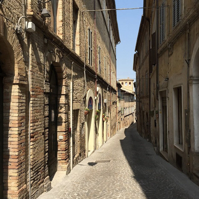 https://instagram.com/walksofitaly/