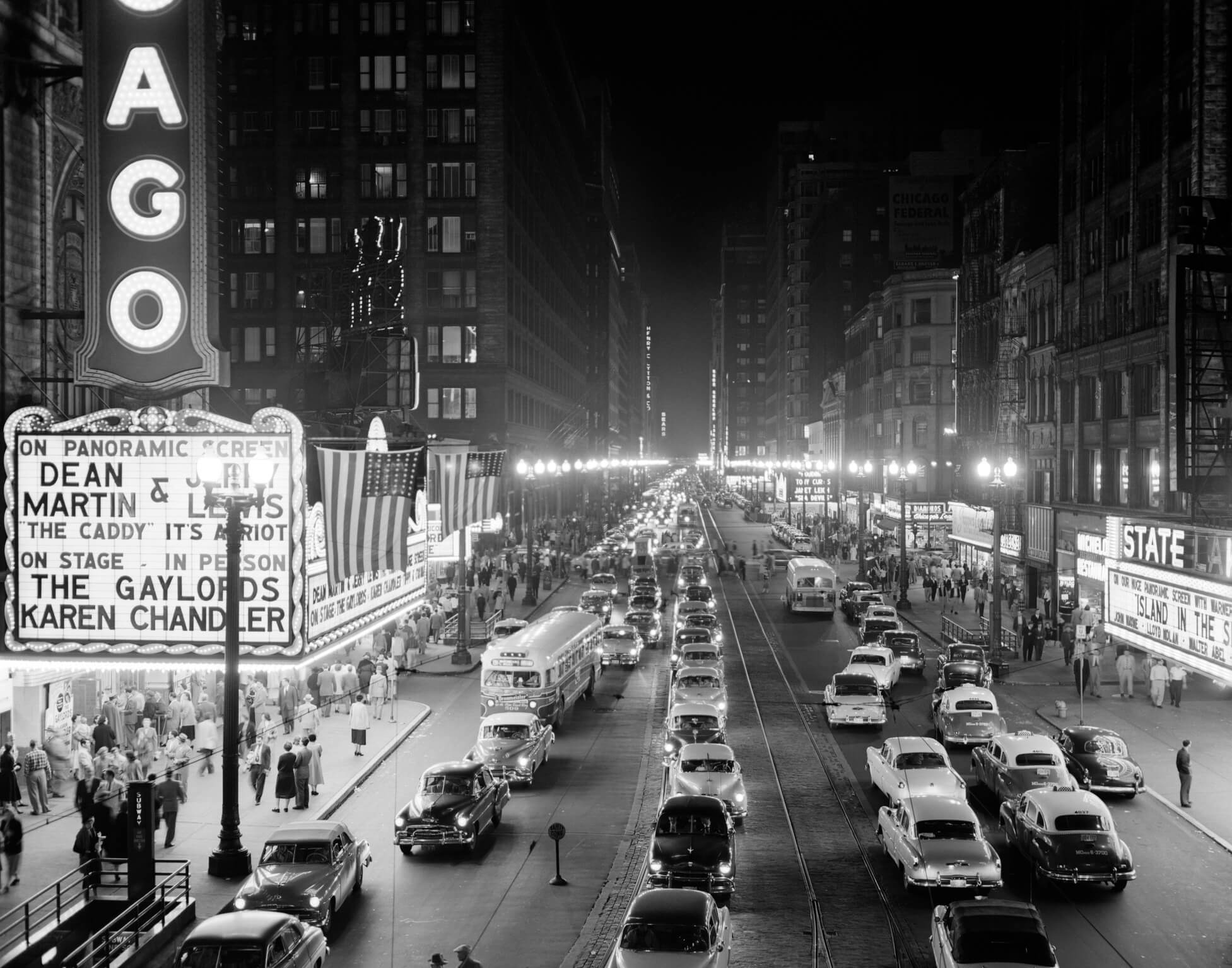 1950s 1953 NIGHT SCENE OF CHICAGO STATE STREET WITH TRAFFIC AND MOVIE MARQUEE WITH PEDESTRIANS ON THE SIDEWALKS  (Photo by H. Armstrong Roberts/ClassicStock/Getty Images)