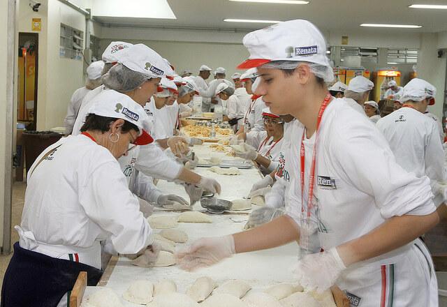 Preparing food with Italian traditions in Bixiga. Photo credit: Andrea Matarazzo on Flickr.